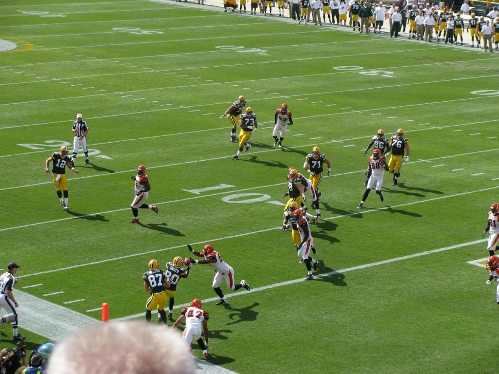 <div class='photo-info'><span class='counter'>8 of 18</span>Posted Aug 10, 2010</div><div class='photo-title'>IMG 0999</div><div class='photo-body'>DD catching a TD.</div>
