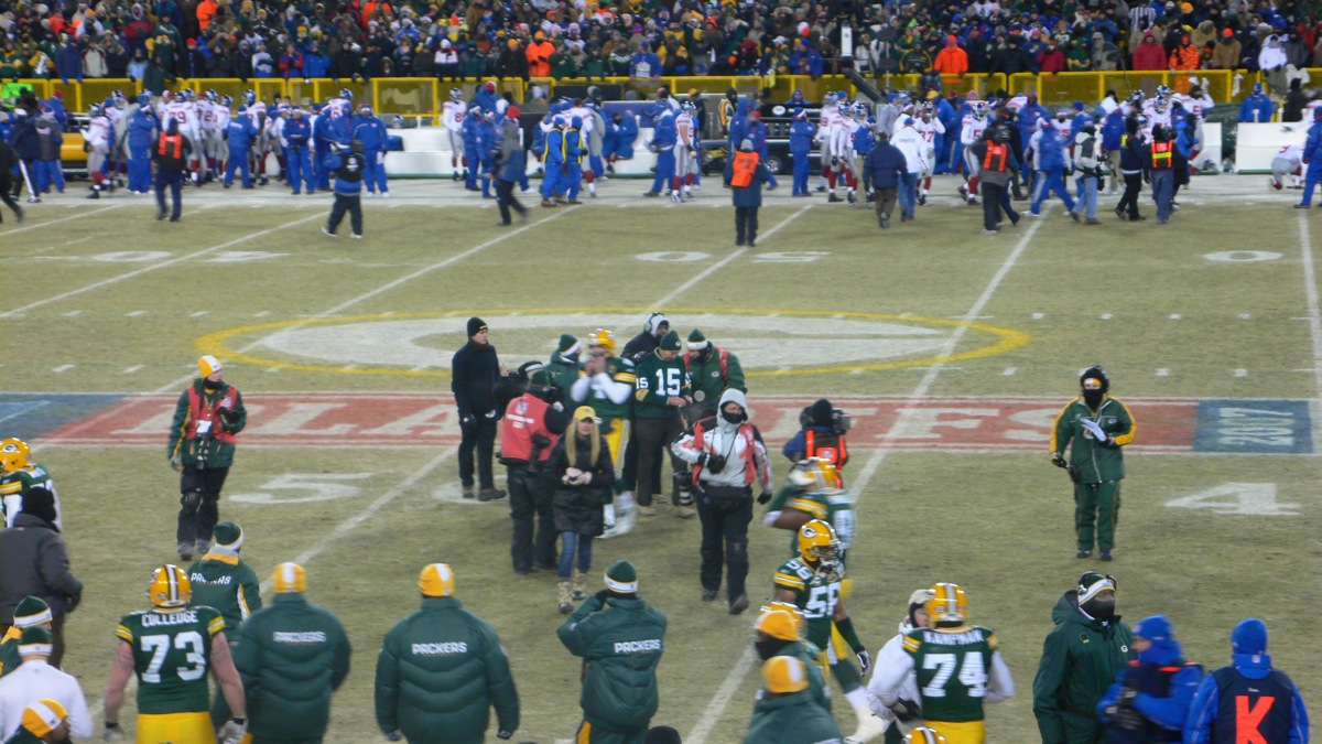 <div class='photo-info'><span class='counter'>2 of 5</span>Posted Jul 26, 2010</div><div class='photo-title'>Bart Starr and Brett Favre before game</div><div class='photo-body'>NFC: New York Giants 23, Green Bay Packers 20 (OT) at Lambeau Field, Green Bay, Wisconsin Sunday, January 20, 2008     * Game time: 6:30 p.m. EST/5:30 p.m. CST     * Game weather: −1 °F (−18.3 °C), clear     * Game attendance: 72,740</div>