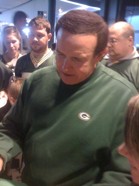 <div class='photo-info'><span class='counter'>20 of 22</span>Posted Jul 28, 2010</div><div class='photo-title'>Dom Capers</div><div class='photo-body'>Signing Autographs at Fan Fest</div>