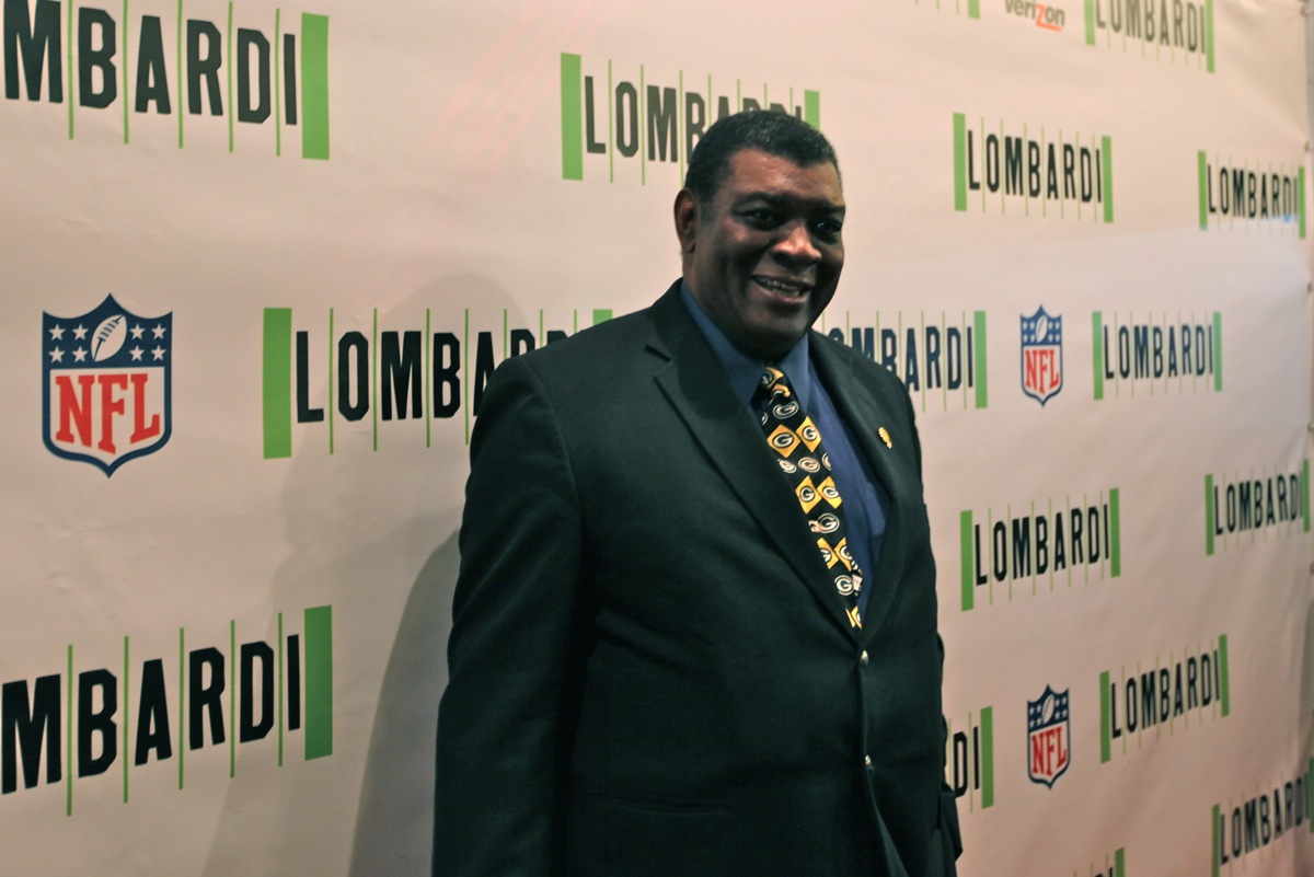 <div class='photo-info'><span class='counter'>12 of 18</span>Posted Oct 25, 2010</div><div class='photo-title'>Dave Robinson</div><div class='photo-body'>Packer Legend Dave Robinson on opening Night of LOMBARDI a new American Play on Broadway</div>