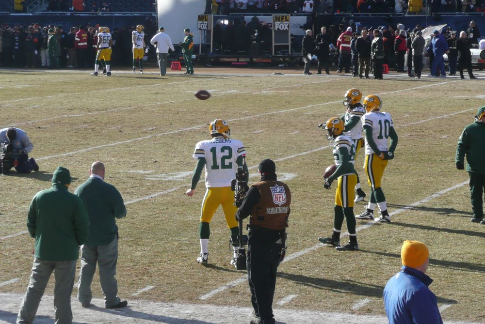 <div class='photo-info'><span class='counter'>6 of 49</span>Posted Jan 25, 2011</div><div class='photo-title'>Aaron Rodgers warm-Up</div><div class='photo-body'>Photos Taken by @Mat_Trix</div>