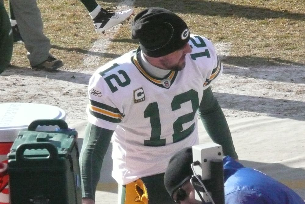 <div class='photo-info'><span class='counter'>13 of 49</span>Posted Jan 25, 2011</div><div class='photo-title'>Aaron Rodgers gets ready</div><div class='photo-body'>Photos Taken by @Mat_Trix</div>