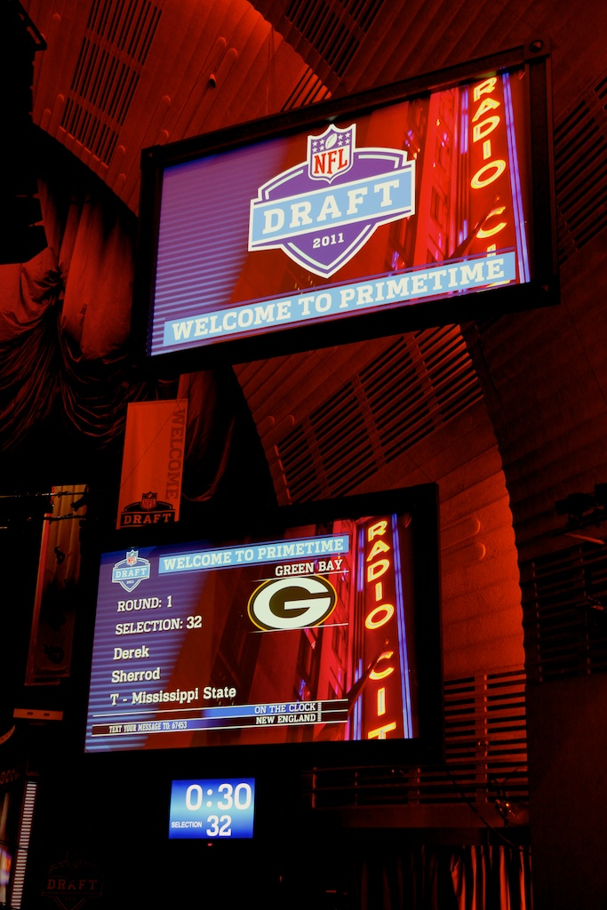 <div class='photo-info'><span class='counter'>46 of 50</span>Posted Apr 29, 2011</div><div class='photo-title'>With Pick 32 the Packers Take..</div><div class='photo-body'>2011 NFL Draft at Radio City Music Hall on April 28, 2011 in New York, NY</div>