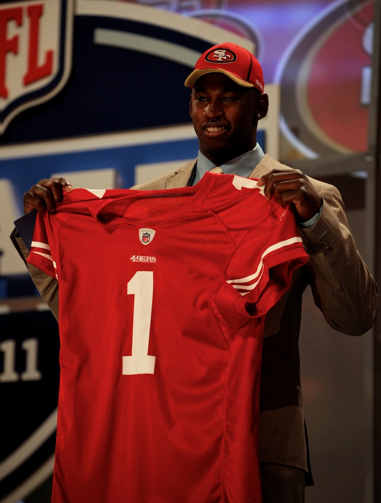 <div class='photo-info'><span class='counter'>32 of 50</span>Posted Apr 29, 2011</div><div class='photo-title'>Aldon Smith</div><div class='photo-body'>Aldon Smith after being selected by the San Francisco 49ers during the 2011 NFL Draft at Radio City Music Hall on April 28, 2011 in New York, NY.</div>