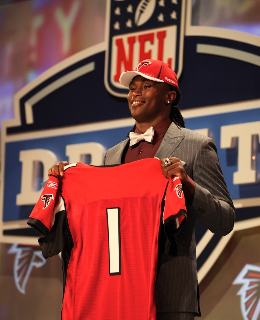 <div class='photo-info'><span class='counter'>31 of 50</span>Posted Apr 29, 2011</div><div class='photo-title'>Julio Jones</div><div class='photo-body'>Julio Jones after being selected by the Atlanta Falcons during the 2011 NFL Draft at Radio City Music Hall on April 28, 2011 in New York, NY.</div>