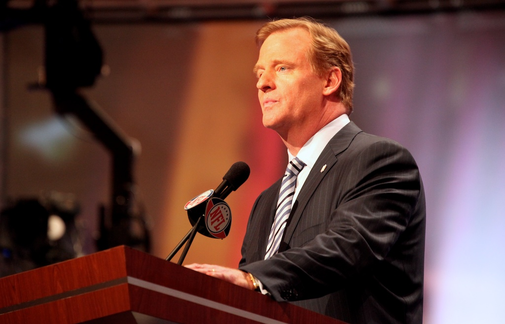 <div class='photo-info'><span class='counter'>26 of 50</span>Posted Apr 29, 2011</div><div class='photo-title'>Roger Goodell</div><div class='photo-body'>NFL commissioner Roger Goodell</div>