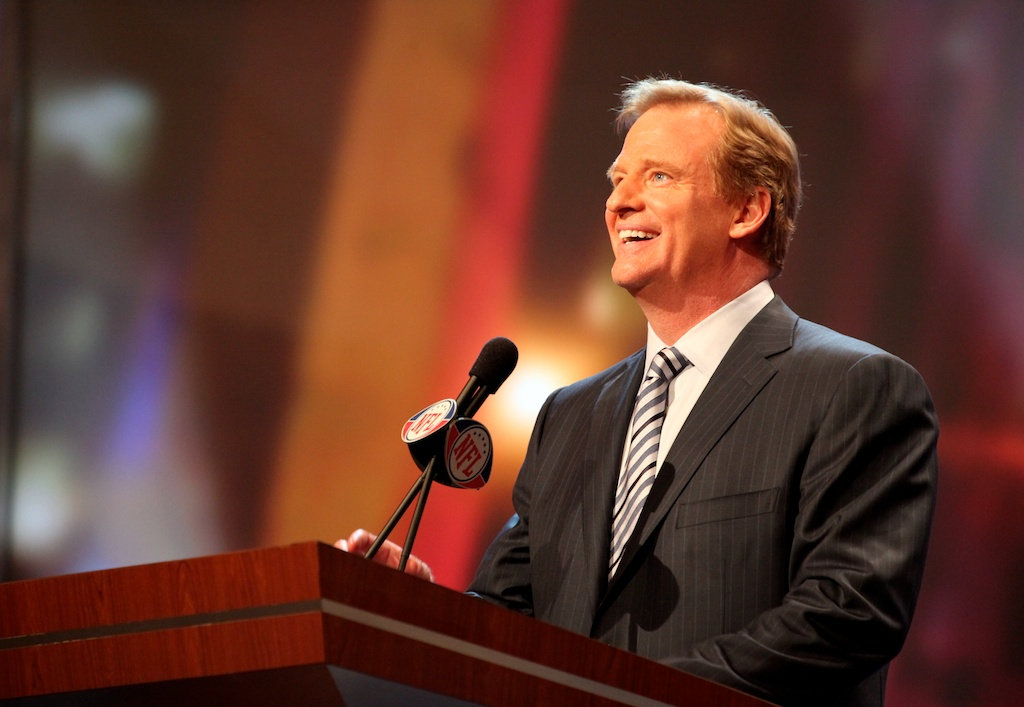 <div class='photo-info'><span class='counter'>23 of 50</span>Posted Apr 29, 2011</div><div class='photo-title'>Roger Goodell</div><div class='photo-body'>Roger Goodell begins the 2011 NFL Draft at Radio City Music Hall on April 29, 2011 in New York, NY.</div>