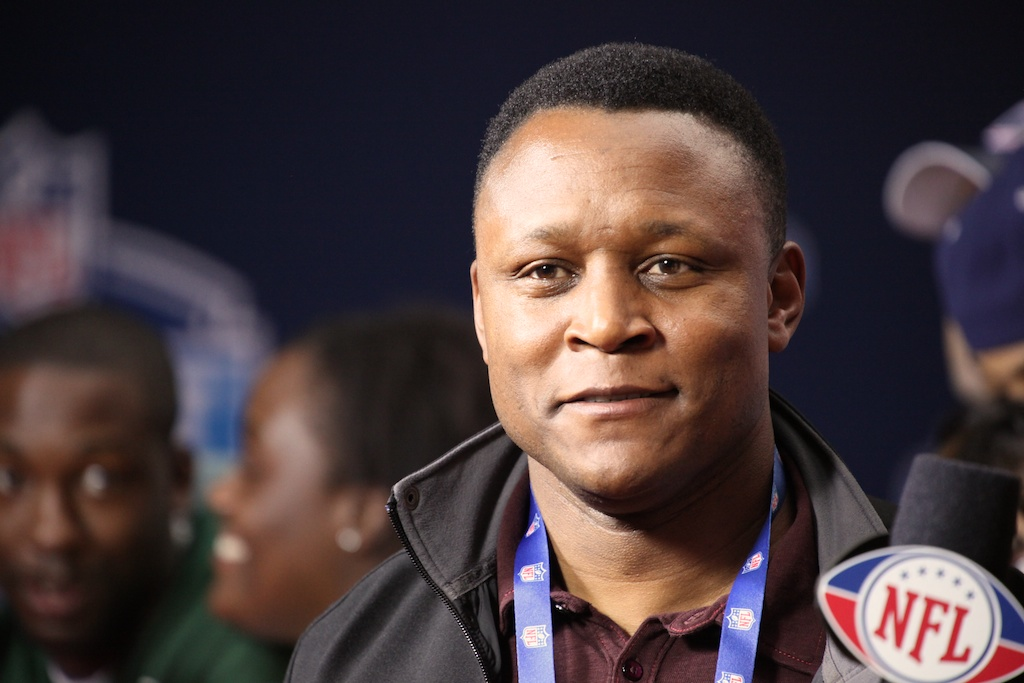 <div class='photo-info'><span class='counter'>14 of 50</span>Posted Apr 29, 2011</div><div class='photo-title'>Barry Sanders</div><div class='photo-body'>Barry Sanders on the red carpet at the 2011 NFL Draft at Radio City Music Hall on April 28, 2011 in New York, NY</div>