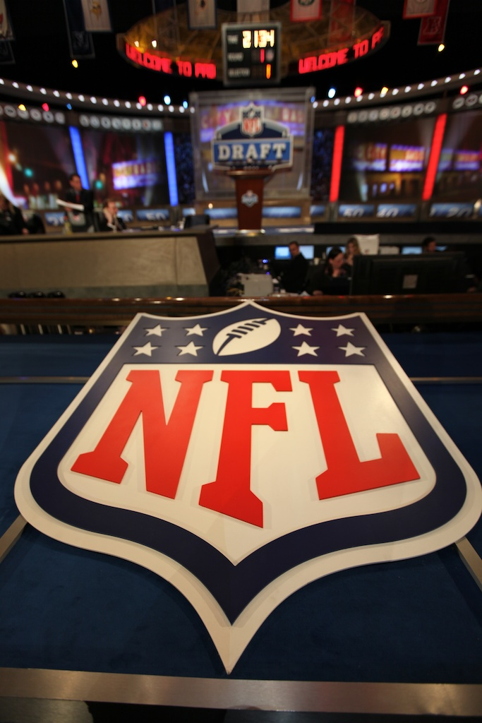 <div class='photo-info'><span class='counter'>6 of 50</span>Posted Apr 29, 2011</div><div class='photo-title'>NFL Shield</div><div class='photo-body'>2011 NFL Draft at Radio City Music Hall on April 28, 2011 in New York, NY</div>
