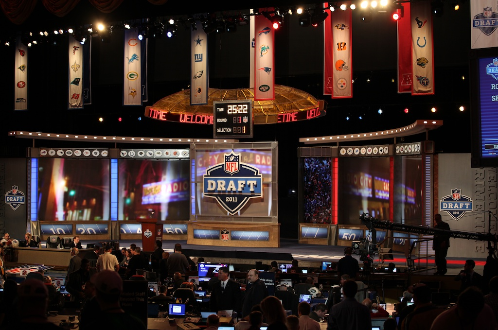 <div class='photo-info'><span class='counter'>5 of 50</span>Posted Apr 29, 2011</div><div class='photo-title'>Radio City before the Draft</div><div class='photo-body'>2011 NFL Draft at Radio City Music Hall on April 29, 2011 in New York, NY.</div>