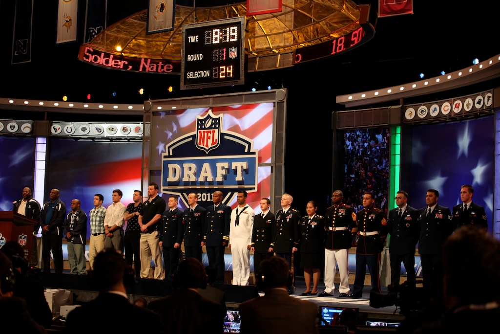 <div class='photo-info'><span class='counter'>45 of 50</span>Posted Apr 29, 2011</div><div class='photo-title'>Veterans at the Draft</div><div class='photo-body'>2011 NFL Draft at Radio City Music Hall on April 28, 2011 in New York, NY</div>