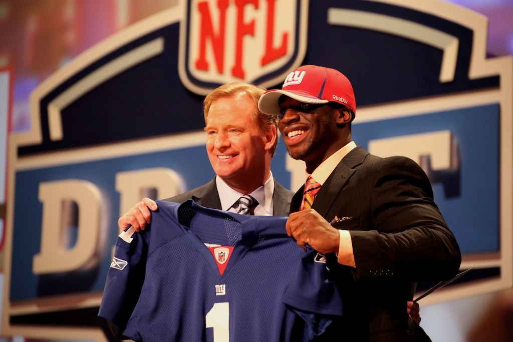 <div class='photo-info'><span class='counter'>43 of 50</span>Posted Apr 29, 2011</div><div class='photo-title'>Prince Amukamara &amp; Roger Goodell</div><div class='photo-body'>Prince Amukamara with NFL Commissioner Roger Goodell after being selected by the New York Giants during the 2011 NFL Draft at Radio City Music Hall on April 28, 2011 in New York, NY.</div>