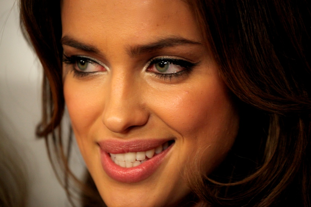 <div class='photo-info'><span class='counter'>1 of 35</span>Posted Mar 28, 2011</div><div class='photo-title'>Irina Shayk</div><div class='photo-body'>SI Swimsuit Cover Model Irina Shayk on the Red Carpet in Vegas at the Hard Rock Cafe for the Sports Illustrated Swimsuit Launch 2011</div>