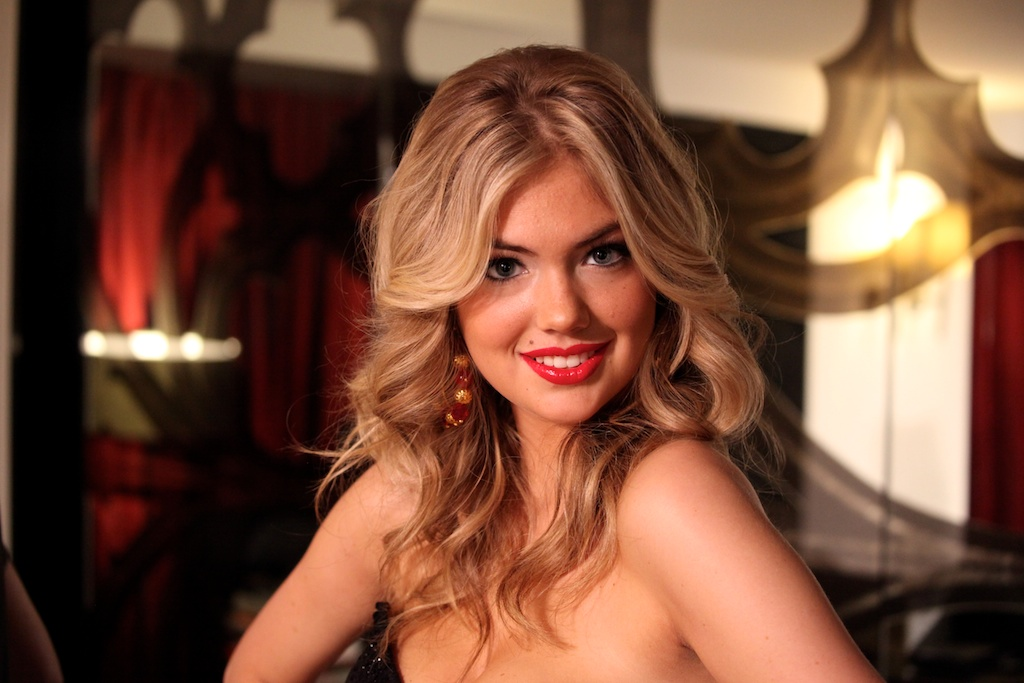 <div class='photo-info'><span class='counter'>18 of 35</span>Posted Mar 28, 2011</div><div class='photo-title'>Kate Upton</div><div class='photo-body'>SI Swimsuit Model Kate Upton getting ready to webcast live in Vegas at the Hard Rock Cafe for the Sports Illustrated Swimsuit Launch 2011</div>