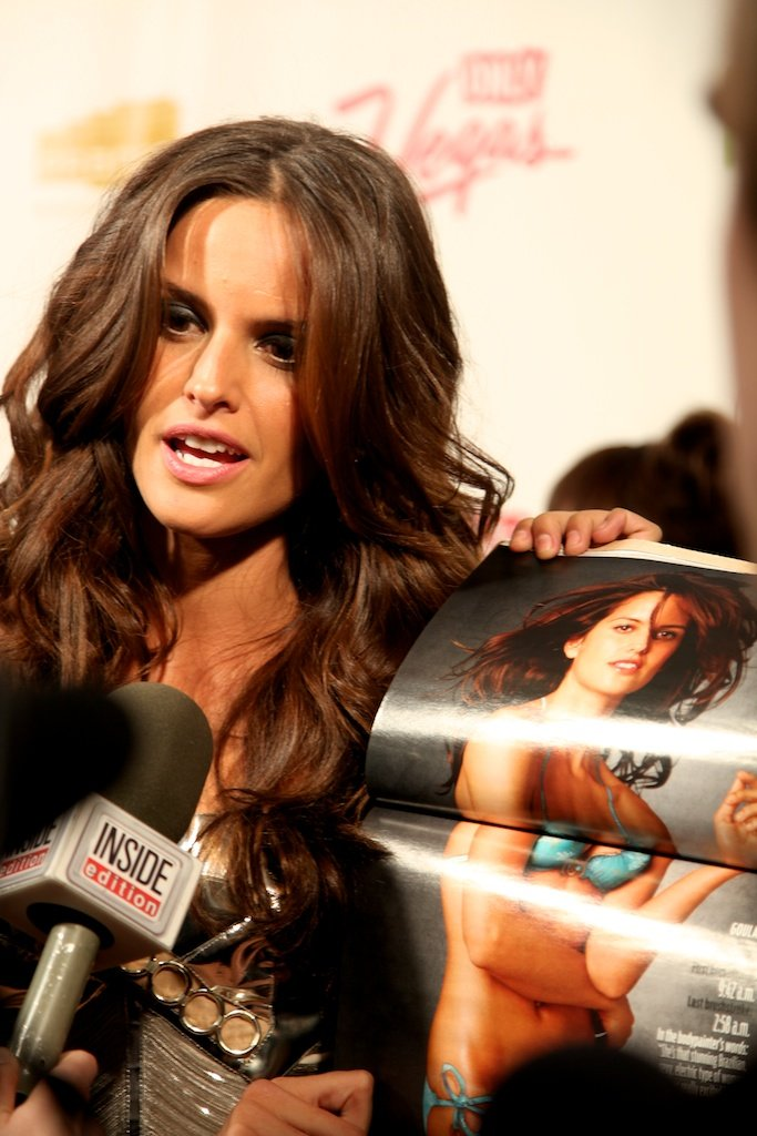 <div class='photo-info'><span class='counter'>30 of 35</span>Posted Mar 28, 2011</div><div class='photo-title'>Izabel Goulart</div><div class='photo-body'>SI Swimsuit Model Izabel Goulart answers questions on the red carpet in NYC for the Sports Illustrated Swimsuit Launch 2011</div>