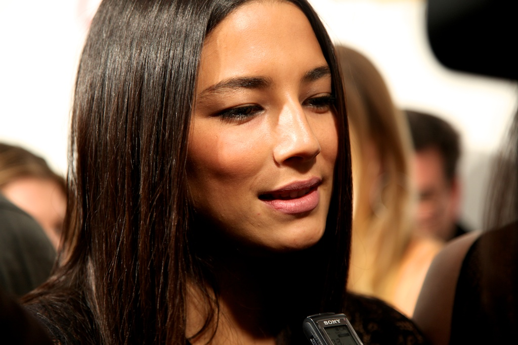 <div class='photo-info'><span class='counter'>31 of 35</span>Posted Mar 28, 2011</div><div class='photo-title'>Jessica Gomes</div><div class='photo-body'>SI Swimsuit Model Jessica Gomes answers questions on the red carpet in NYC for the Sports Illustrated Swimsuit Launch 2011</div>