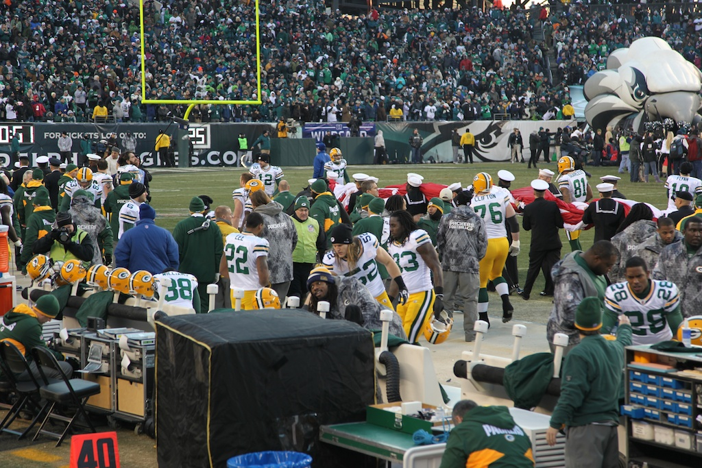 <div class='photo-info'><span class='counter'>6 of 24</span>Posted Jan 17, 2011</div><div class='photo-title'>Packer Sideline from our seats</div><div class='photo-body'>An interception in the end zone by CB Tramon Williams with 33 seconds left sealed a thrilling 21-16 victory over Philadelphia in an NFC Wild Card playoff game in front of 69,144 at Lincoln Financial Field.</div>