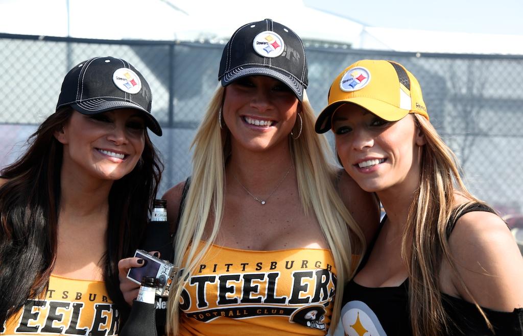 <div class='photo-info'><span class='counter'>7 of 48</span>Posted Feb 12, 2011</div><div class='photo-title'>Steelers Fans</div><div class='photo-body'>Dallas Cowboys Stadium- Super Bowl 45. Feb 6th 2011</div>