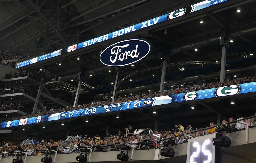 <div class='photo-info'><span class='counter'>31 of 48</span>Posted Feb 12, 2011</div><div class='photo-title'>21-17 Scoreboard Check</div><div class='photo-body'>Dallas Cowboys Stadium- Super Bowl 45. Feb 6th 2011</div>