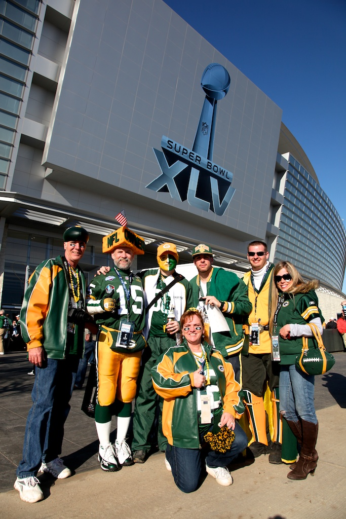 <div class='photo-info'><span class='counter'>29 of 48</span>Posted Feb 12, 2011</div><div class='photo-title'>Packer Fans Unite!!</div><div class='photo-body'>Dallas Cowboys Stadium- Super Bowl 45. Feb 6th 2011</div>