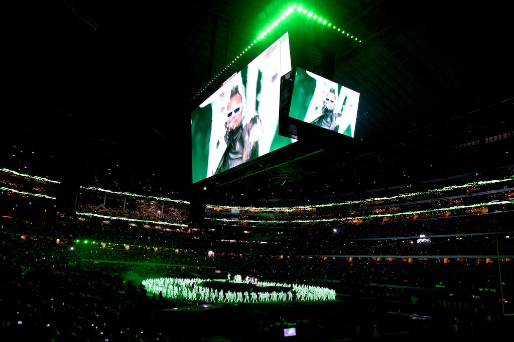 <div class='photo-info'><span class='counter'>11 of 48</span>Posted Feb 12, 2011</div><div class='photo-title'>Black Eyed Peas Halftime Performance</div><div class='photo-body'>Dallas Cowboys Stadium- Super Bowl 45. Feb 6th 2011</div>