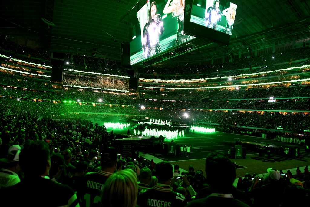 <div class='photo-info'><span class='counter'>22 of 48</span>Posted Feb 12, 2011</div><div class='photo-title'>Black Eyed Peas Halftime Performance</div><div class='photo-body'>Dallas Cowboys Stadium- Super Bowl 45. Feb 6th 2011</div>