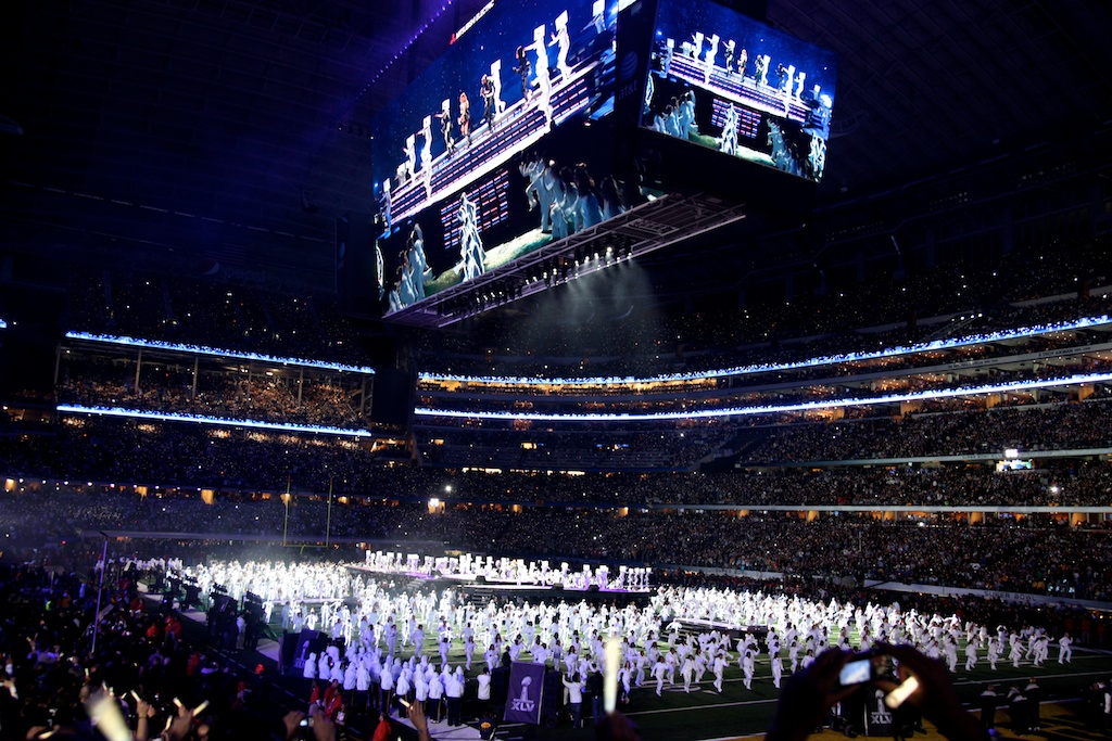 <div class='photo-info'><span class='counter'>12 of 48</span>Posted Feb 12, 2011</div><div class='photo-title'>Black Eyed Peas Halftime Performance</div><div class='photo-body'>Dallas Cowboys Stadium- Super Bowl 45. Feb 6th 2011</div>