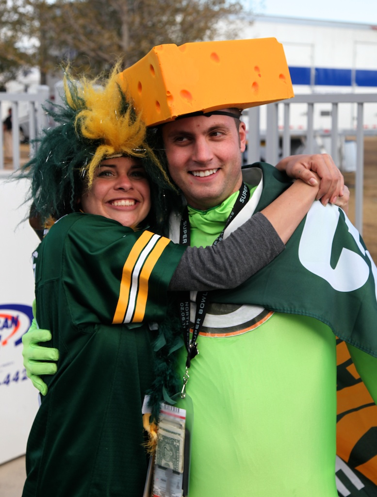 <div class='photo-info'><span class='counter'>39 of 48</span>Posted Feb 12, 2011</div><div class='photo-title'>Packers Fans</div><div class='photo-body'>Dallas Cowboys Stadium- Super Bowl 45. Feb 6th 2011</div>