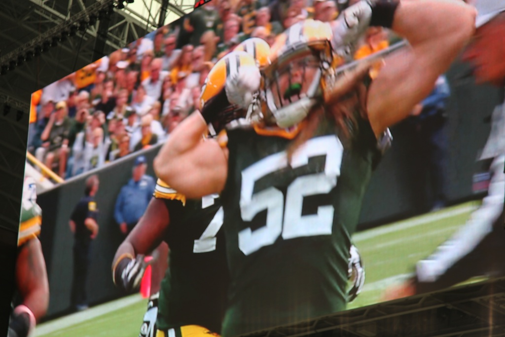 <div class='photo-info'><span class='counter'>20 of 48</span>Posted Feb 12, 2011</div><div class='photo-title'>Clay Matthews Erupts</div><div class='photo-body'>Dallas Cowboys Stadium- Super Bowl 45. Feb 6th 2011</div>