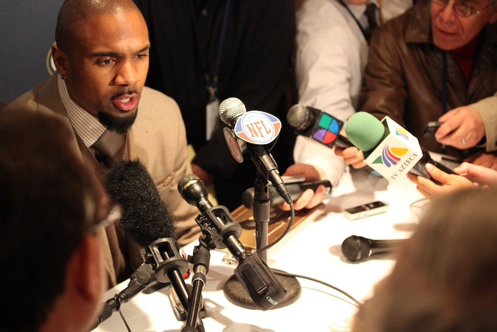 <div class='photo-info'><span class='counter'>11 of 28</span>Posted Jan 31, 2011</div><div class='photo-title'>Charles Woodson</div><div class='photo-body'>Superbowl XLV Day One- Jan 31st 2011</div>