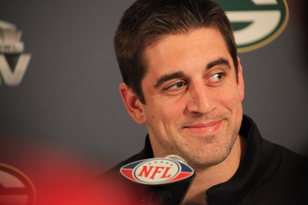 <div class='photo-info'><span class='counter'>17 of 28</span>Posted Jan 31, 2011</div><div class='photo-title'>Aaron Rodgers addresses media</div><div class='photo-body'>Superbowl XLV Day One- Jan 31st 2011</div>