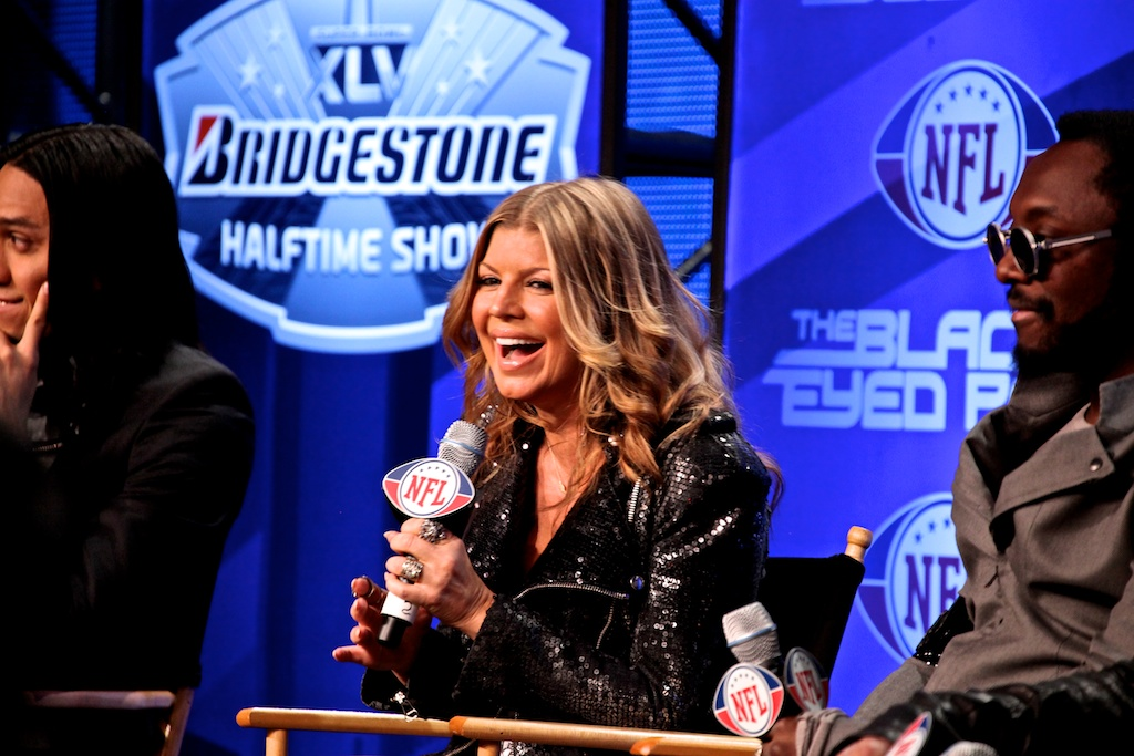 <div class='photo-info'><span class='counter'>32 of 73</span>Posted Feb 04, 2011</div><div class='photo-title'>Fergie of the Black Eyed Peas</div><div class='photo-body'>NFL Super Bowl Media Center pics from Friday Feb 4th 2011</div>