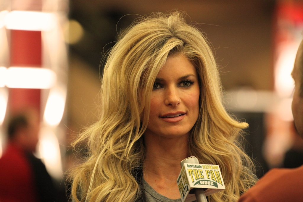 <div class='photo-info'><span class='counter'>43 of 73</span>Posted Feb 04, 2011</div><div class='photo-title'>Marisa Miller</div><div class='photo-body'>NFL Super Bowl Media Center pics from Friday Feb 4th 2011</div>