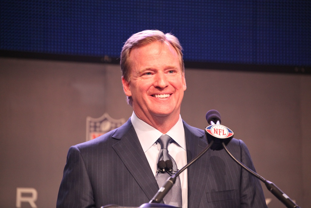 <div class='photo-info'><span class='counter'>48 of 73</span>Posted Feb 04, 2011</div><div class='photo-title'>Commissioner Roger Goodell</div><div class='photo-body'>NFL Super Bowl Media Center pics from Friday Feb 4th 2011</div>