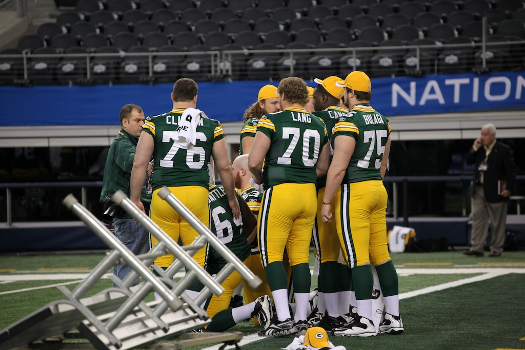 <div class='photo-info'><span class='counter'>41 of 136</span>Posted Feb 01, 2011</div><div class='photo-title'>Packers O-Line hanging out</div><div class='photo-body'>Superbowl Media Day with the Green Bay Packers. Tuesday Feb 1st 2011</div>