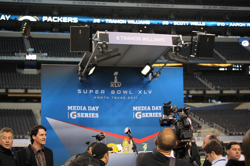 <div class='photo-info'><span class='counter'>48 of 136</span>Posted Feb 01, 2011</div><div class='photo-title'>Superbowl Packers MediaDay 202</div><div class='photo-body'>Superbowl Media Day with the Green Bay Packers. Tuesday Feb 1st 2011</div>