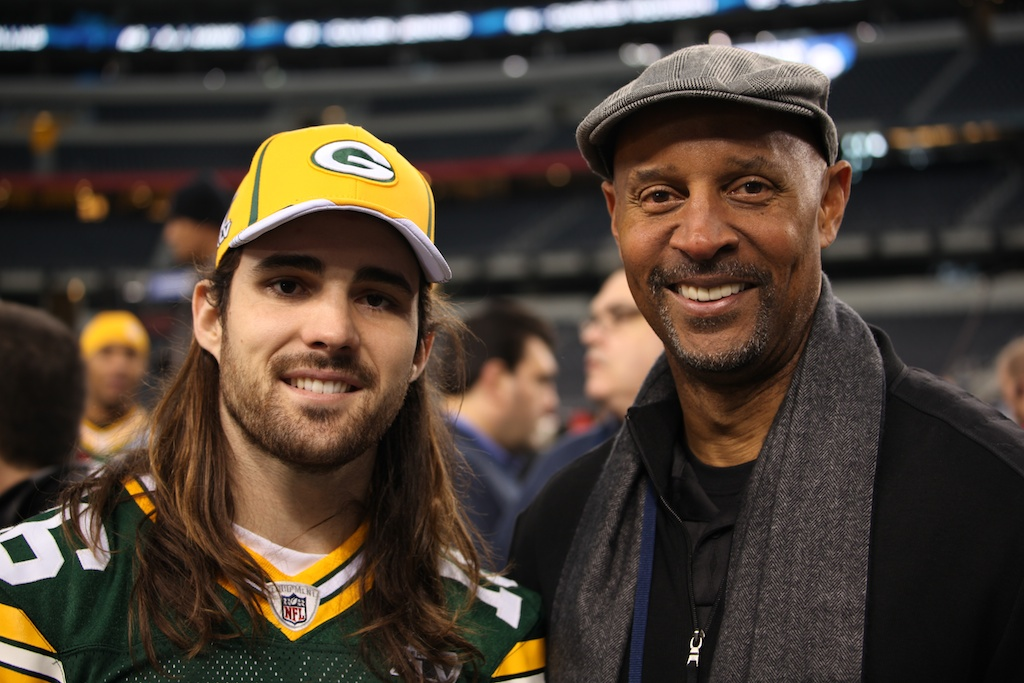 <div class='photo-info'><span class='counter'>81 of 136</span>Posted Feb 01, 2011</div><div class='photo-title'>Brett Swain and James Lofton</div><div class='photo-body'>Superbowl Media Day with the Green Bay Packers. Tuesday Feb 1st 2011</div>