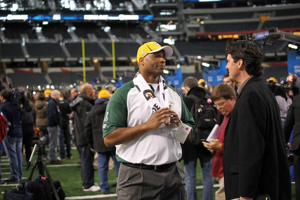 <div class='photo-info'><span class='counter'>124 of 136</span>Posted Feb 01, 2011</div><div class='photo-title'>Assistant Head Coach Winston Moss</div><div class='photo-body'>Superbowl Media Day with the Green Bay Packers. Tuesday Feb 1st 2011</div>