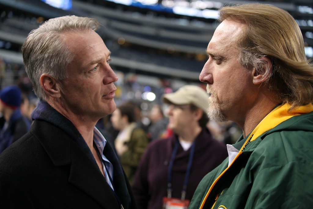 <div class='photo-info'><span class='counter'>128 of 136</span>Posted Feb 01, 2011</div><div class='photo-title'>Daryl Johnston and Kevin Greene</div><div class='photo-body'>Superbowl Media Day with the Green Bay Packers. Tuesday Feb 1st 2011</div>