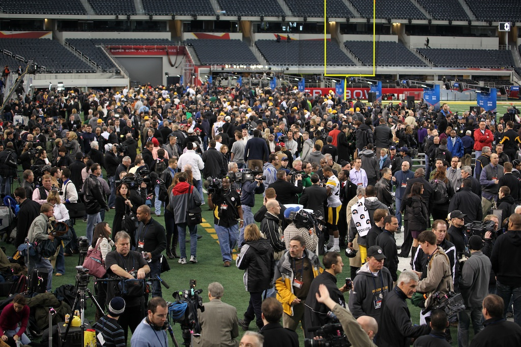 <div class='photo-info'><span class='counter'>132 of 136</span>Posted Feb 01, 2011</div><div class='photo-title'>The Throng</div><div class='photo-body'>Superbowl Media Day with the Green Bay Packers. Tuesday Feb 1st 2011</div>