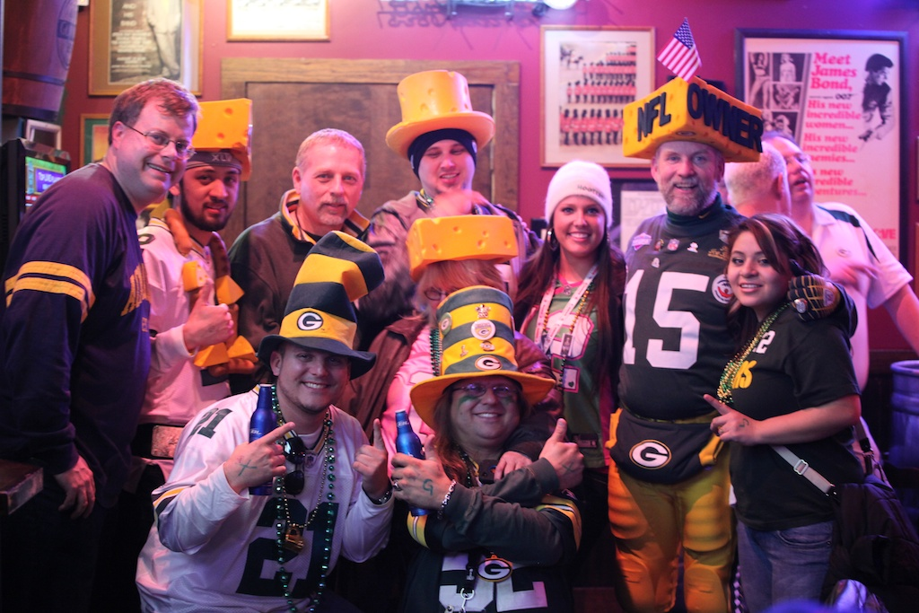 <div class='photo-info'><span class='counter'>8 of 22</span>Posted Feb 08, 2011</div><div class='photo-title'>Packer Fans at Arlington Sherlocks Pub</div><div class='photo-body'>Our Saturday Night Tweet-Up. Brandon from Acme Packing Company, Jersey Al, Kyle Cousineau, Steve Tate and Packer Friends pose for Cheesehead TV</div>