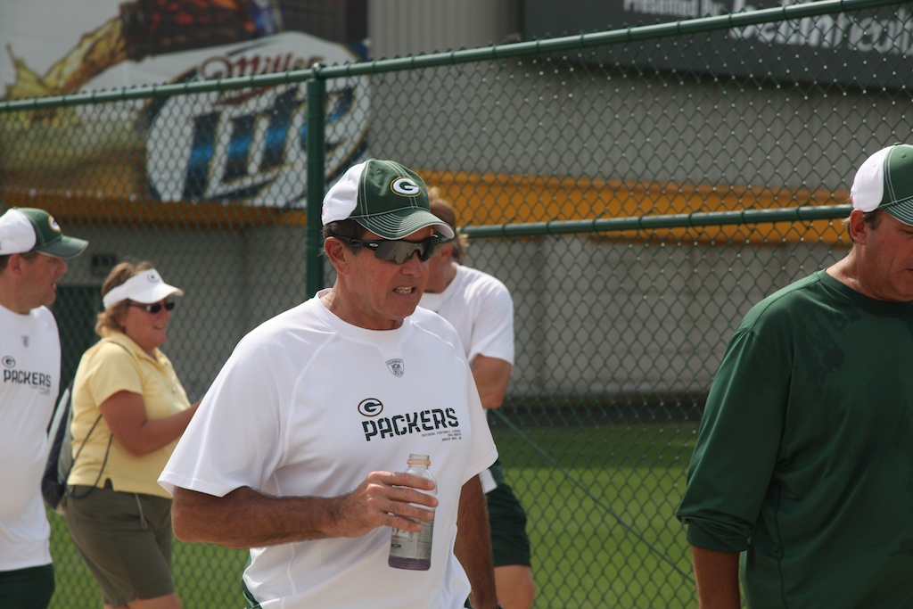 <div class='photo-info'><span class='counter'>5 of 54</span>Posted Aug 03, 2010</div><div class='photo-title'>Dom Capers</div><div class='photo-body'>Defensive Coordinator</div>