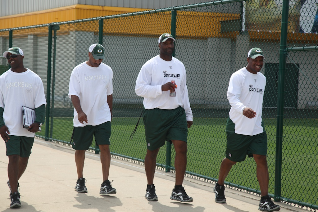 <div class='photo-info'><span class='counter'>2 of 54</span>Posted Aug 03, 2010</div><div class='photo-title'>Assistant Head Coach Winston Moss</div><div class='photo-body'>Assistant Head Coach/Inside Linebackers and some of the other Packer coaches</div>