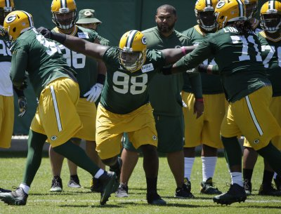 Packers' Faulty Defensive Line May Provide Reason for Concern