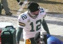 Aaron Rodgers gets ready