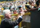 Ted Thompson signs autographs for Fans